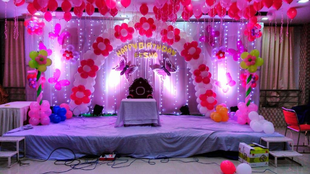 Hotel shri star palace j lgaon india for Balloon decoration in bangalore