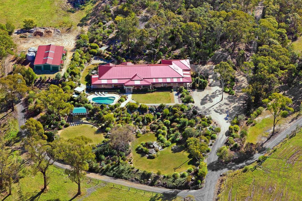 Country house somersby gardens estate australia for Rural australian gardens