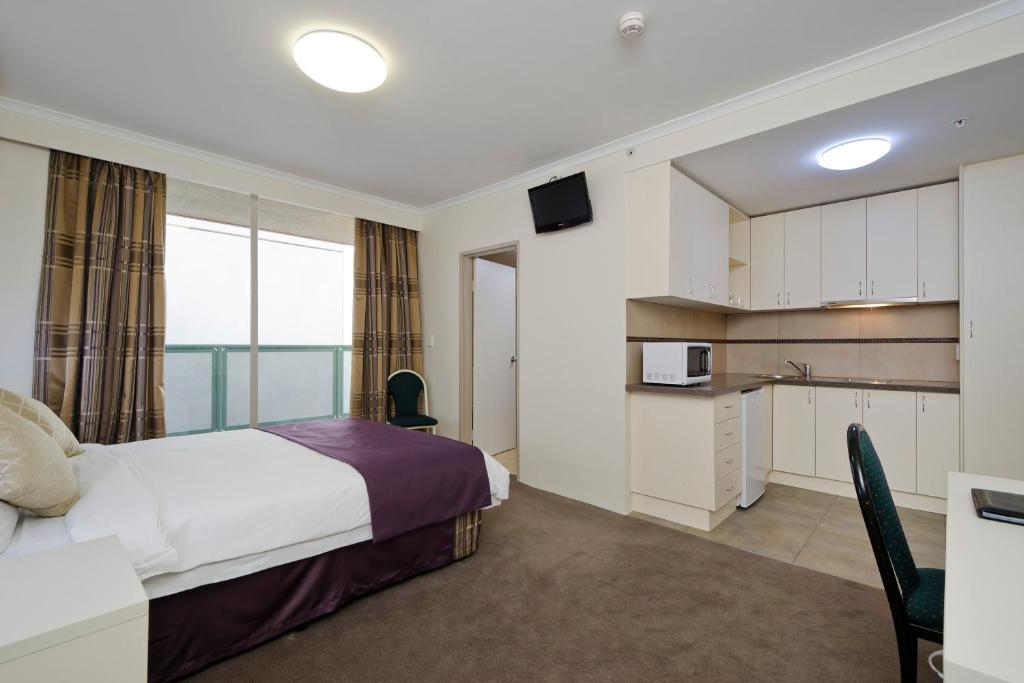 Studio Apartment Melbourne lygon lodge inn apts, melbourne, australia - booking