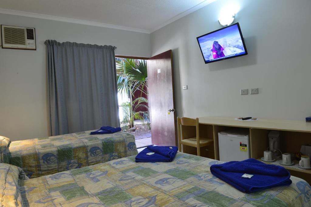 A bed or beds in a room at Goldfields Hotel Motel