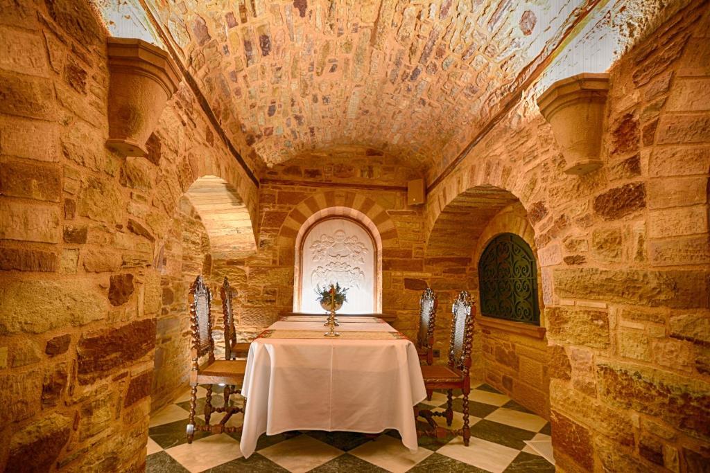 Ο Τάσος Δούσης ανακαλύπτει :Το αρχοντικό του 16ου αιώνα στη Χίο που έχει αναγνωριστεί ως ένα από τα 100 καλύτερα καταλύματα παγκοσμίως από το Harpers & Queen!(photos)