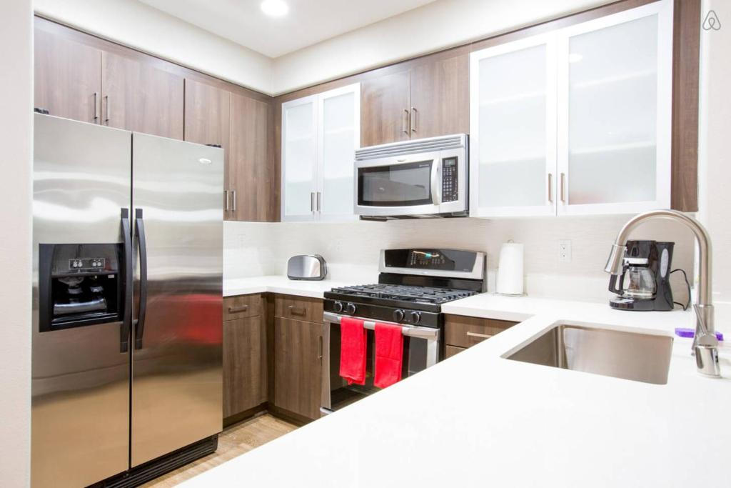 Apartment westwood two bedroom 1 los angeles ca - 2 bedroom apartments los angeles ...