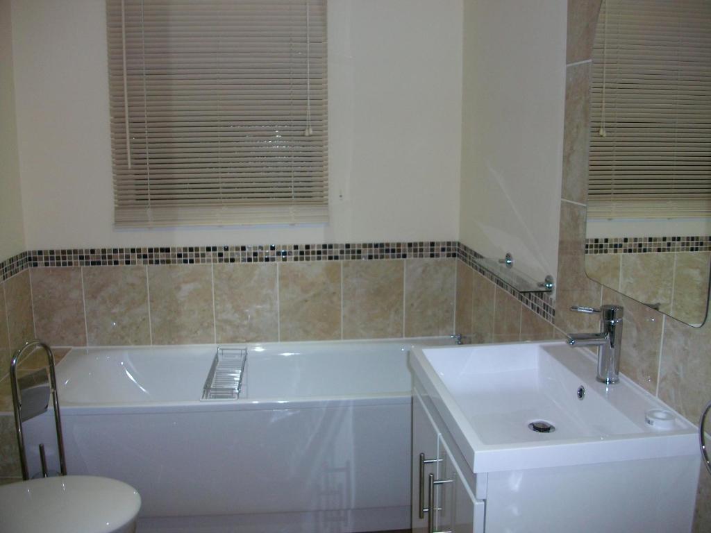 A bathroom at Eversleigh Woodland Lodges