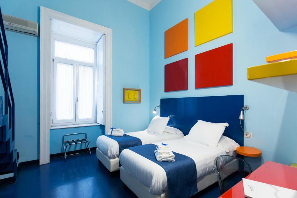 Chambre coloré du Correra 241 Lifestyle Hotel à Naples.