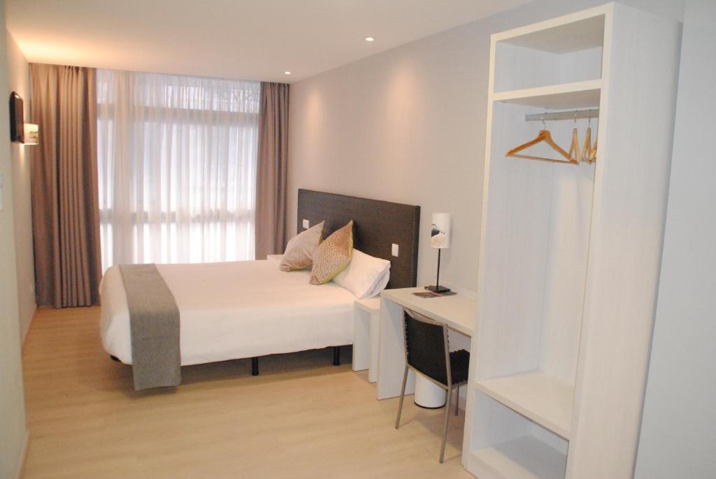 Łóżko lub łóżka w pokoju w obiekcie Hostal Aslyp 114