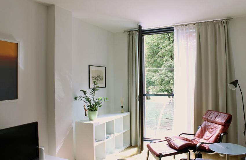 Ein Sitzbereich in der Unterkunft Art Apartment Scharitzerstraße