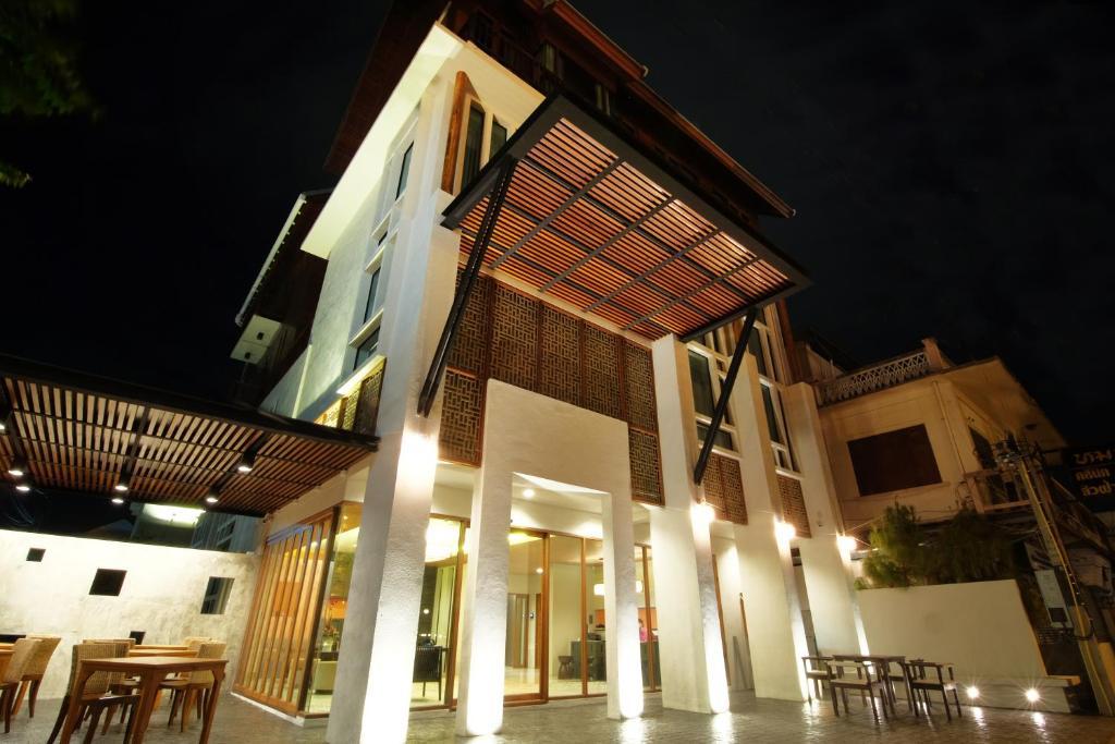Tapae Gate Villa