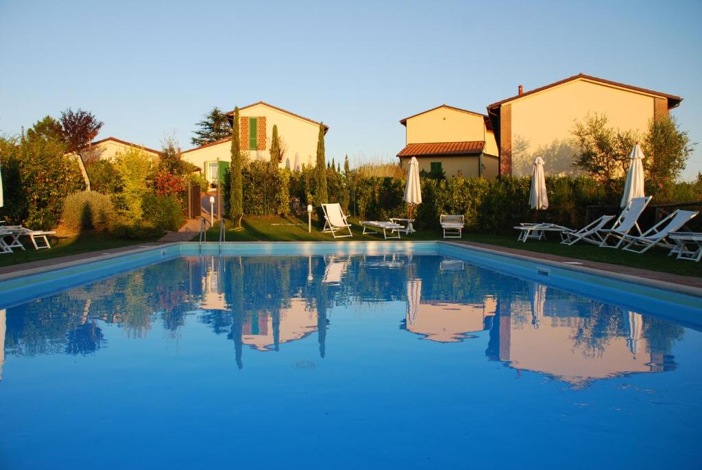 The swimming pool at or near Le Vigne di Montecarlo