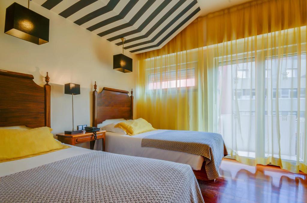Забронировать отель в португалии на букинг спб монастир купить авиабилеты