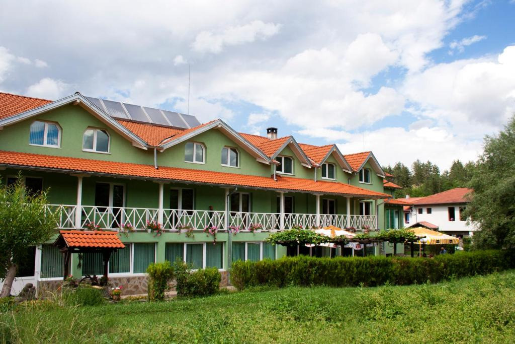 Хотел 1876 - Априлци