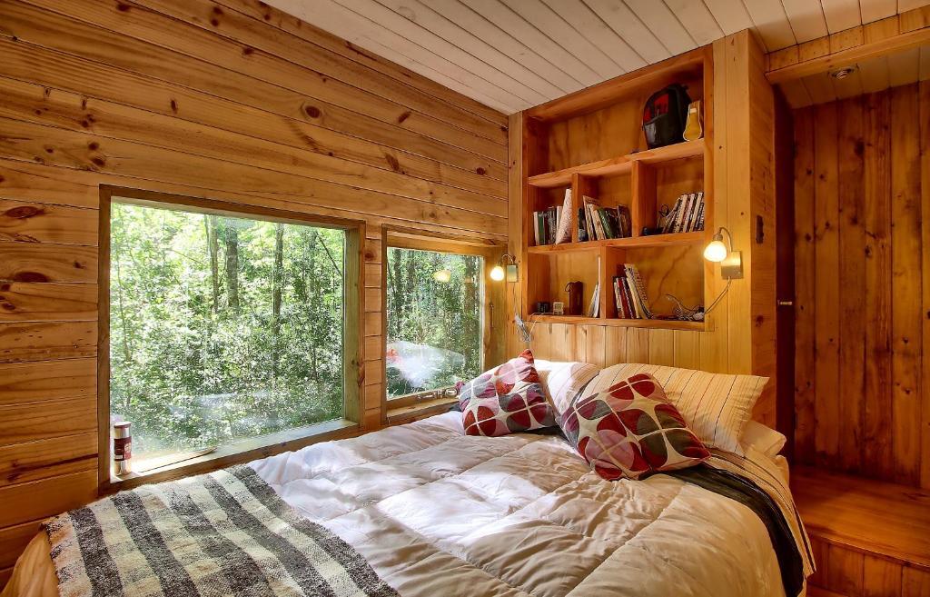 Cabaas arbol cabaas arbol centro de tecnolgica unidad for Hotel con casas colgadas de los arboles