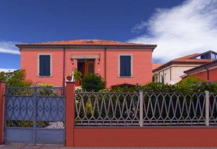 Apartment colombo italia marina di carrara - Bagno mistral marina di carrara prezzi ...