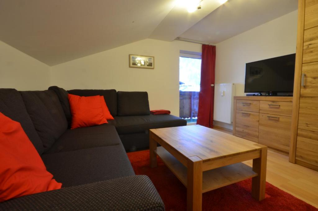 Apartment Lisa by Alpen Apartments, Zell am See, Austria - Booking.com