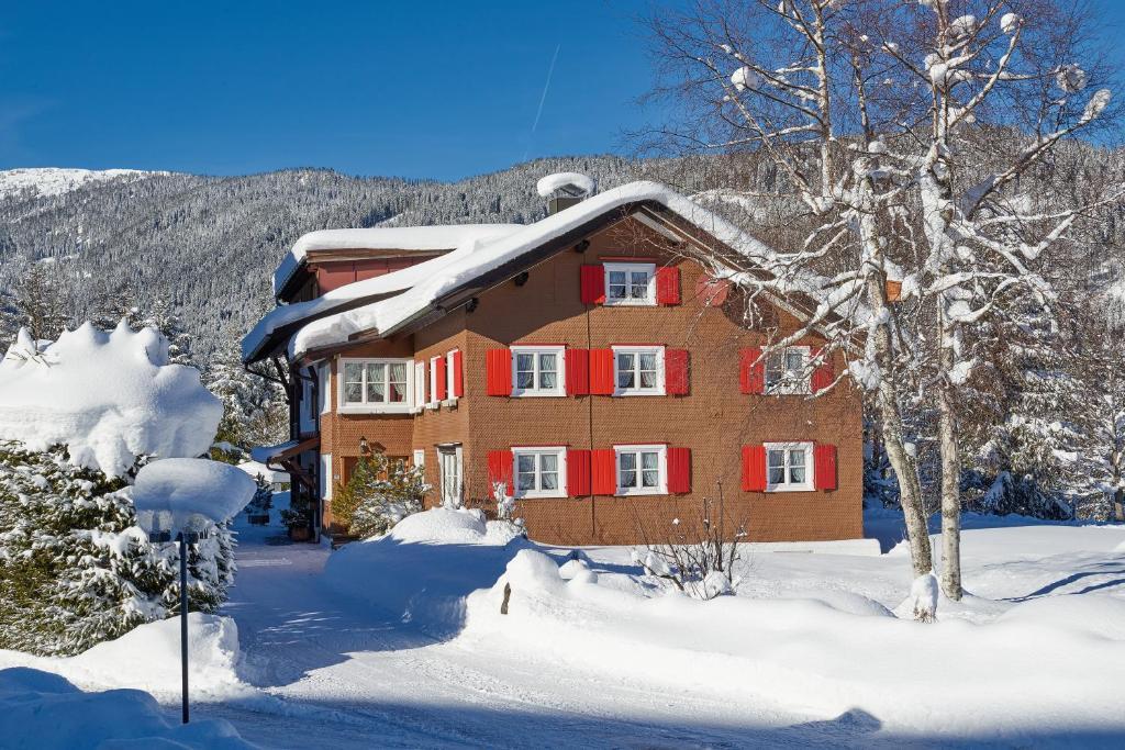 Ferienhaus Kessler during the winter
