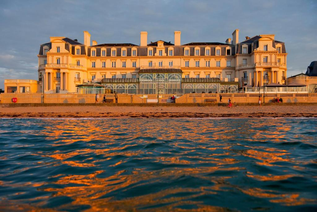 Grand Hotel Des Thermes Frankreich Saint Malo Booking Com