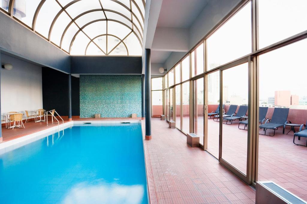 Condo hotel mantra on the park melbourne australia for Private swimming pool melbourne