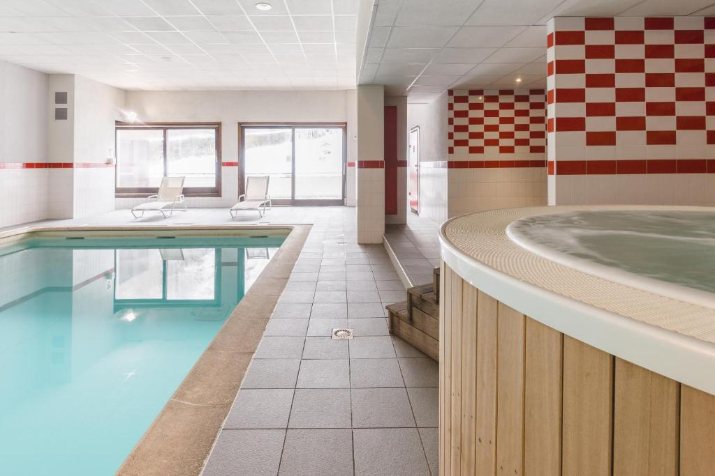 The swimming pool at or near Lagrange Vacances Cybèle