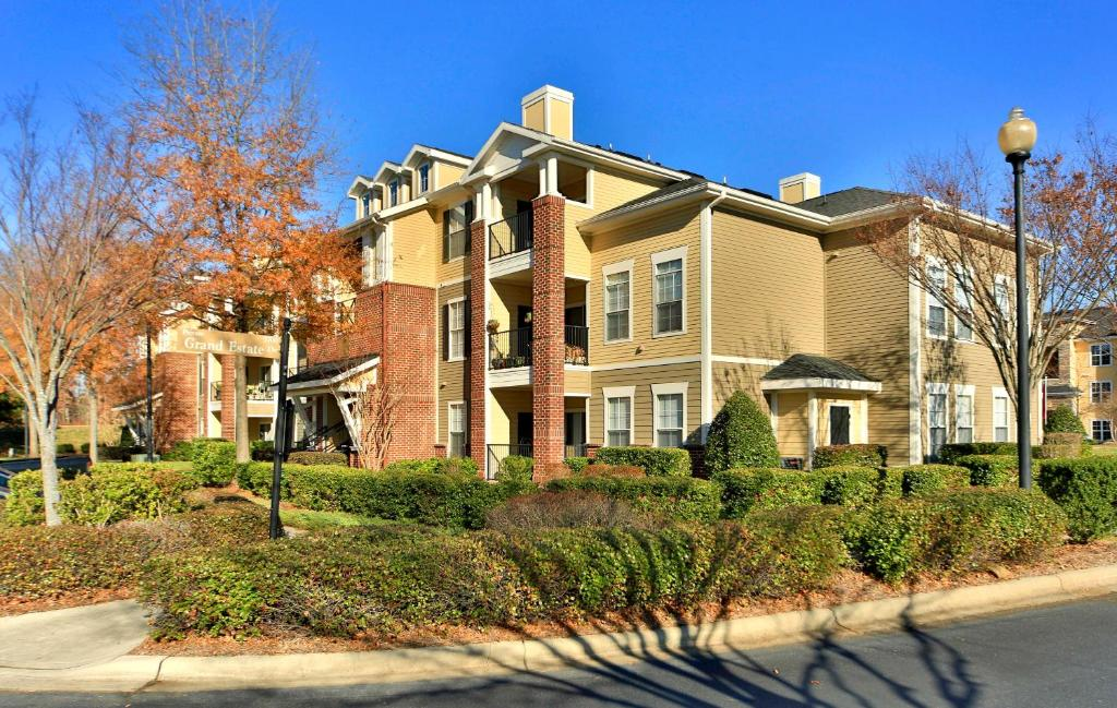 Apartment Oakwood Raleigh at Brier Creek, NC - Booking.com on
