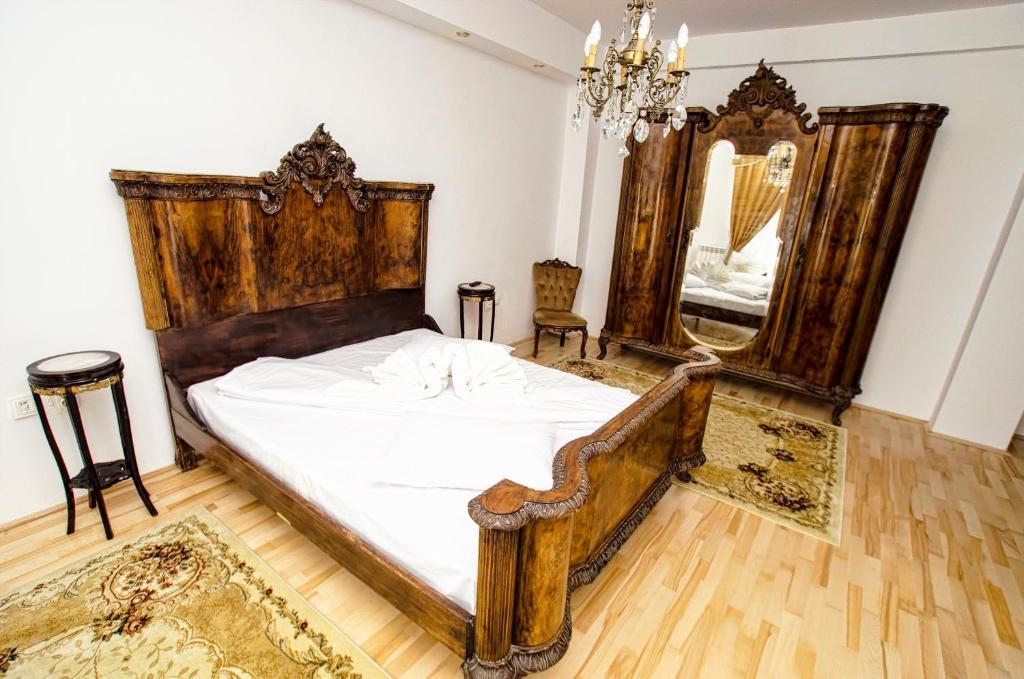 hotel coroana moldovei booking com rh booking com