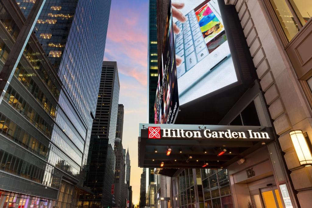 gallery image of this property - Hilton Garden Inn Time Square