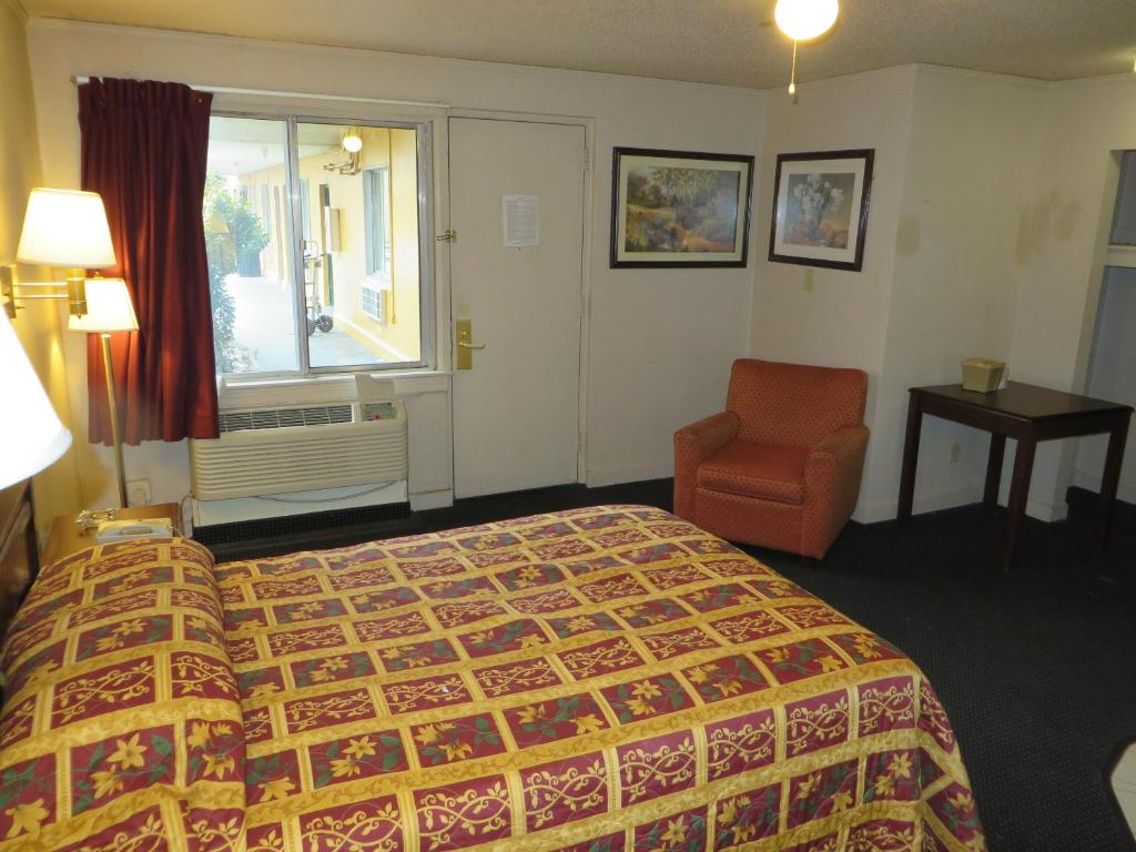 Budgetel Inn and Suites, Louisville, KY - Booking.com