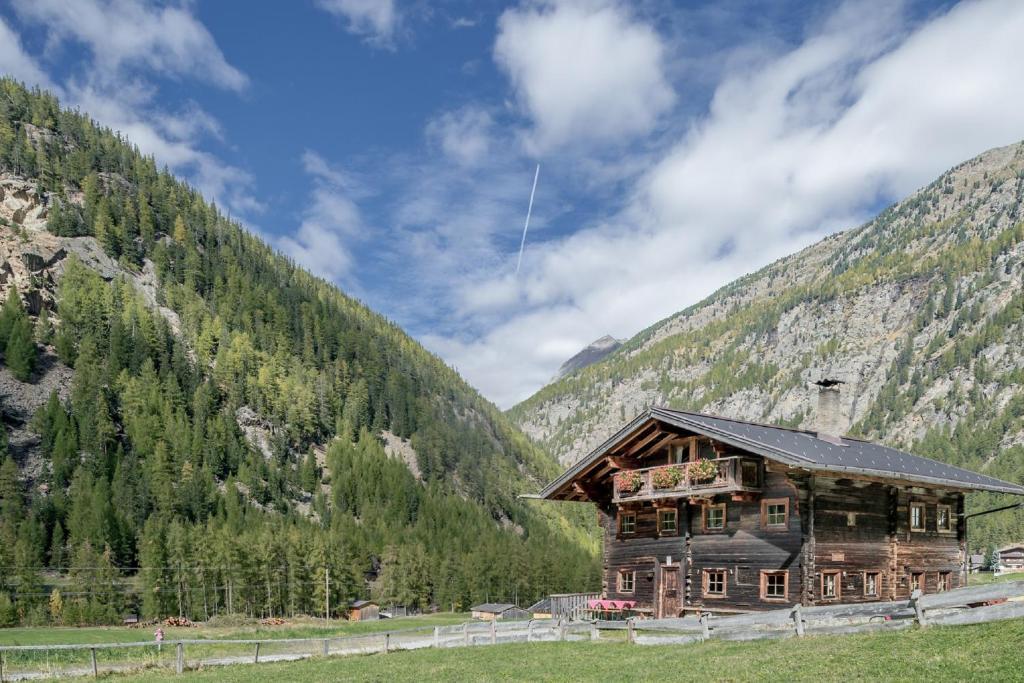 Vacation Home Landhaus im Grüne, Sölden, Austria - Booking.com