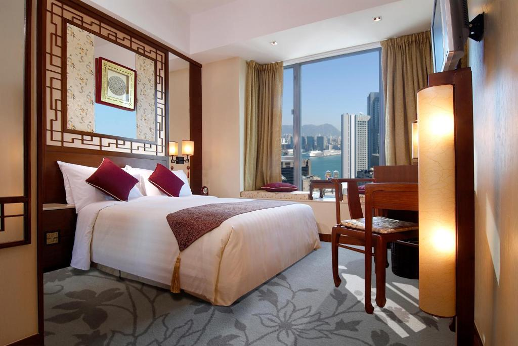 A bed or beds in a room at Lan Kwai Fong Hotel @ Kau U Fong