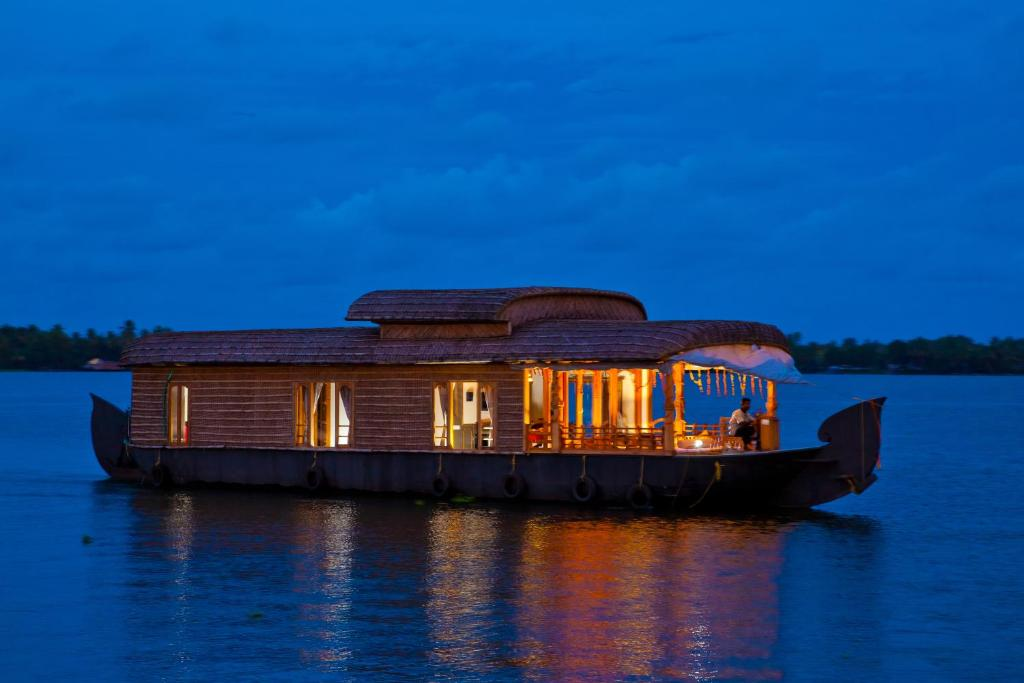 Abad Premium House Boat Alleppey India Booking Com