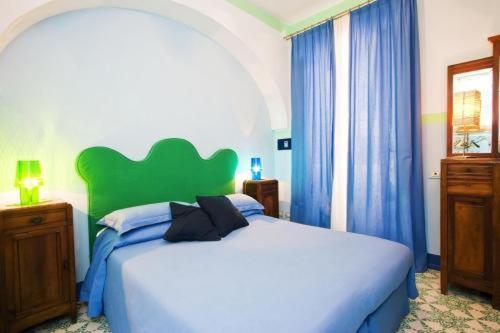 A bed or beds in a room at Casa Astarita B&B