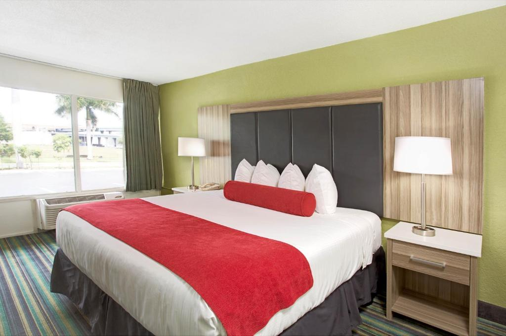 Ramada Airport & Cruise, Fort Lauderdale, FL - Booking.com
