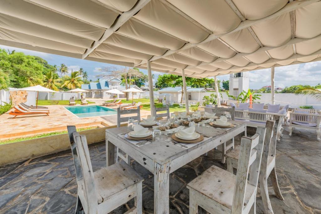 Tavolo Da Lavoro Per Zanzibar : Zanzibar grand beach villa mtoni u2013 prezzi aggiornati per il 2018