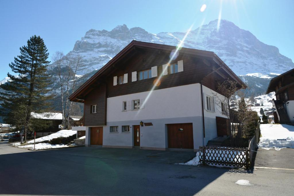 Modern Zwitsers Chalet : Chalet delphin zwitserland grindelwald booking.com