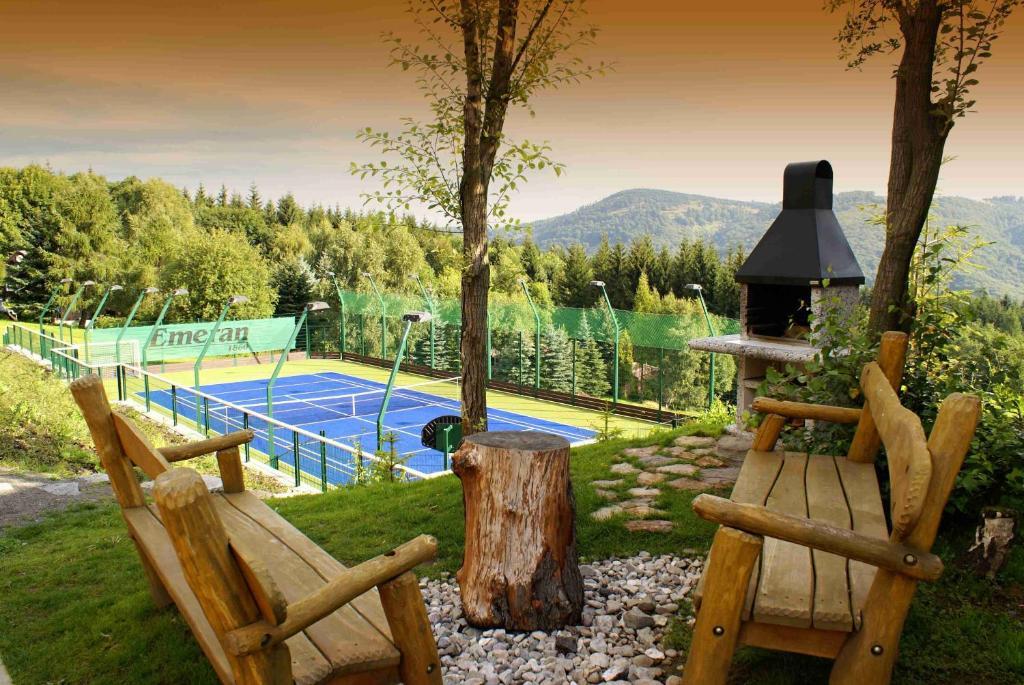Bazén v ubytování Hotel Emeran nebo v jeho okolí