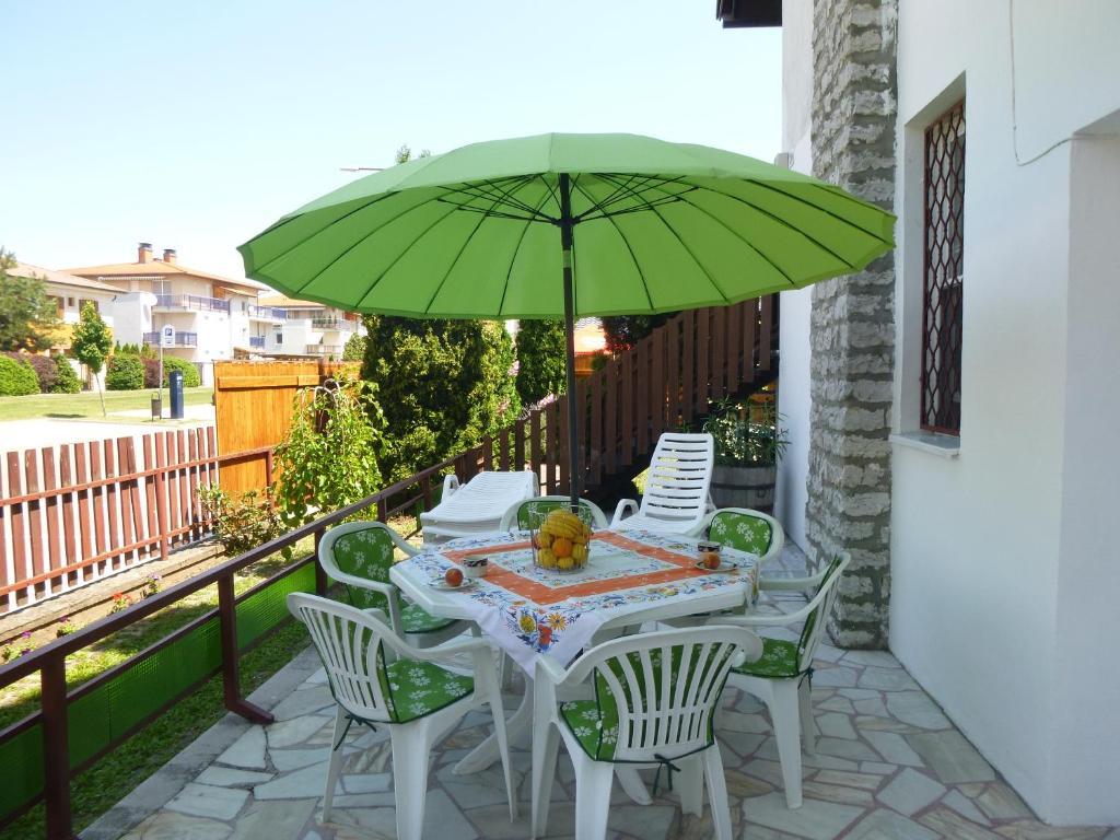 Outdoor Küche Aus Ungarn : Ferienwohnung oleander holiday house ungarn siófok booking