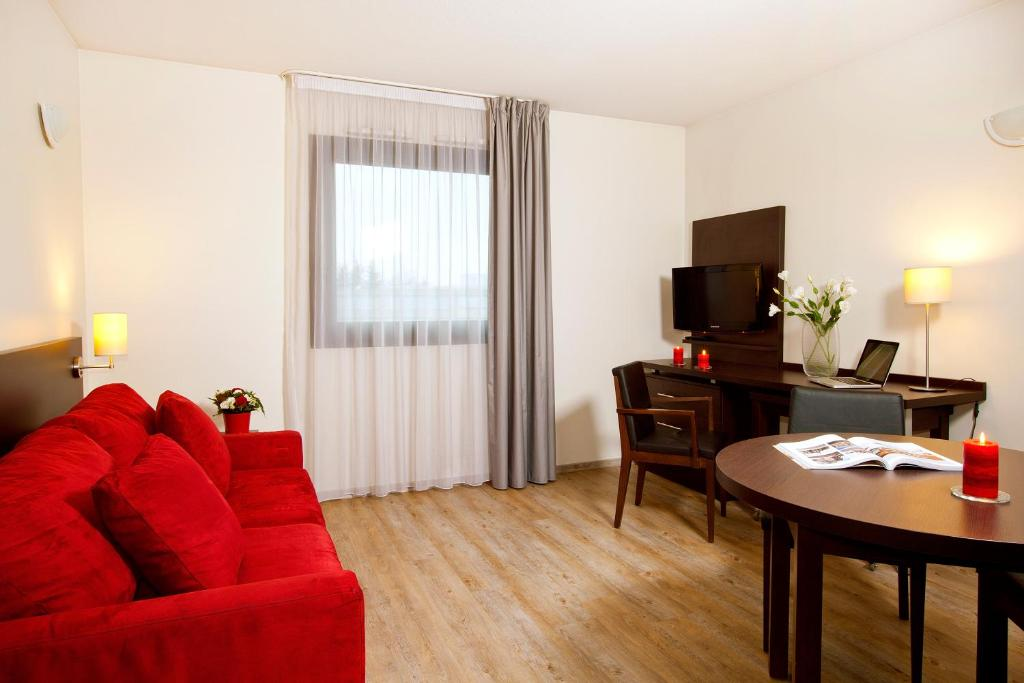 Condo Hotel Residhome Toulouse Tolosa France Bookingcom