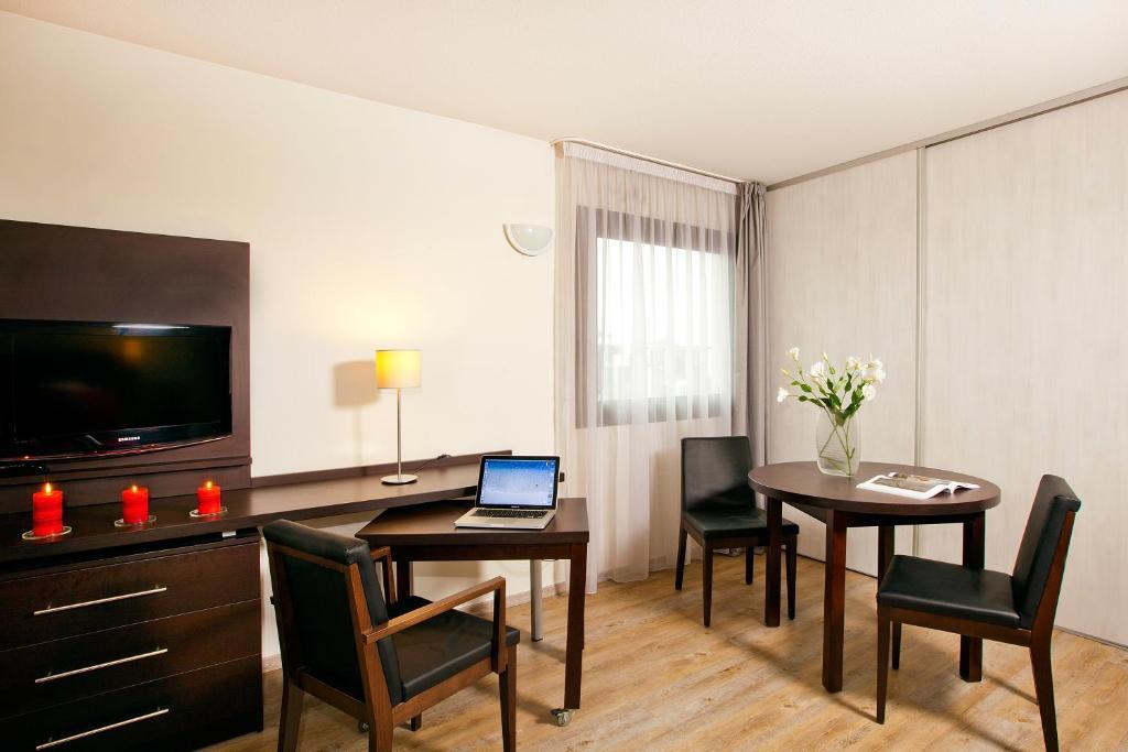 appart 39 h tel residhome toulouse tolosa avec des photos. Black Bedroom Furniture Sets. Home Design Ideas