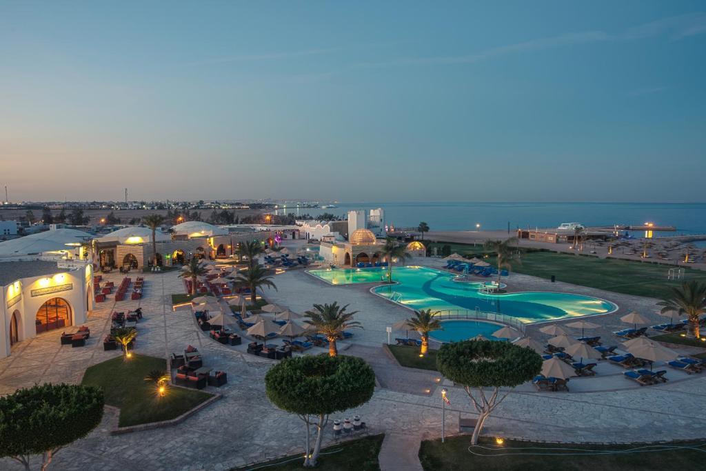 Uitzicht op het zwembad bij Mercure Hurghada Hotel of in de buurt