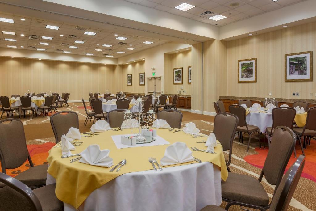 Hilton Garden Inn A Hotel Near Dallas Market Center