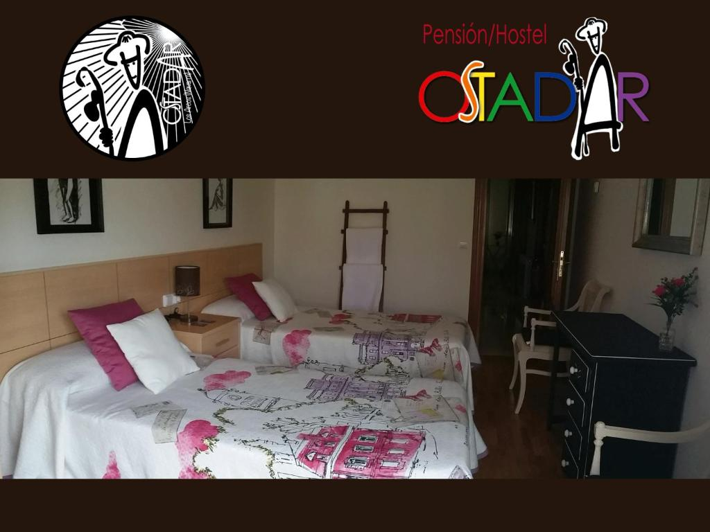 A bed or beds in a room at Pensión Ostadar