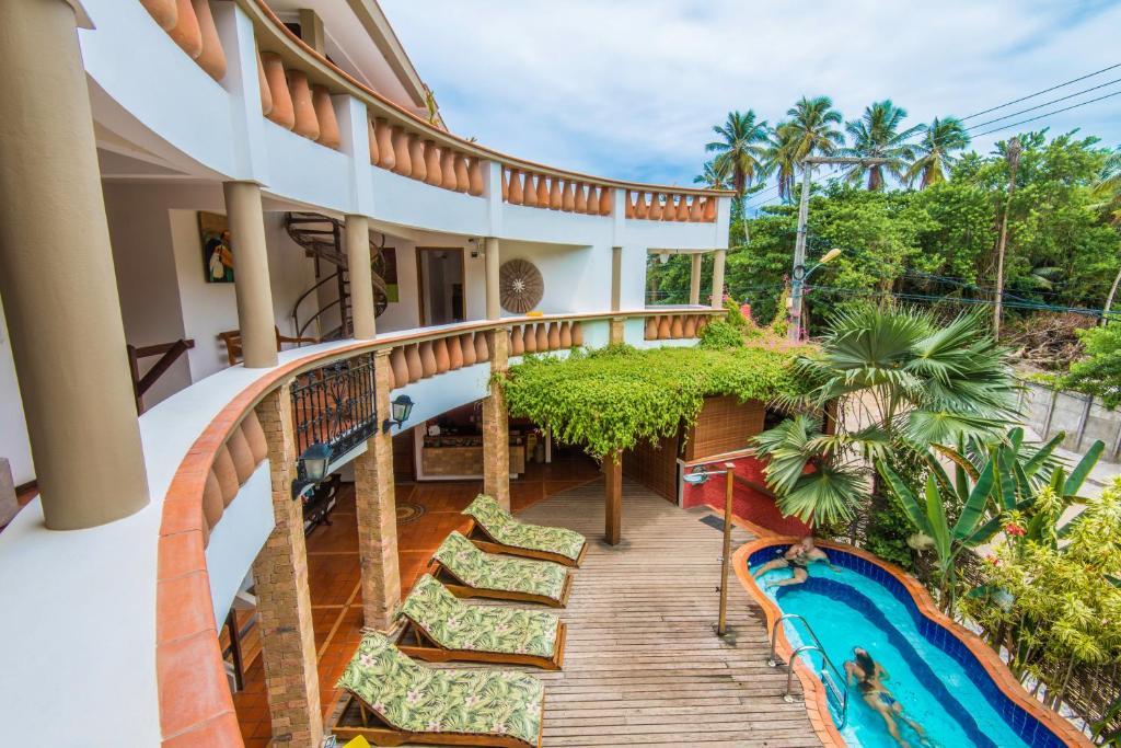 A view of the pool at Pousada Bahia Brasil or nearby