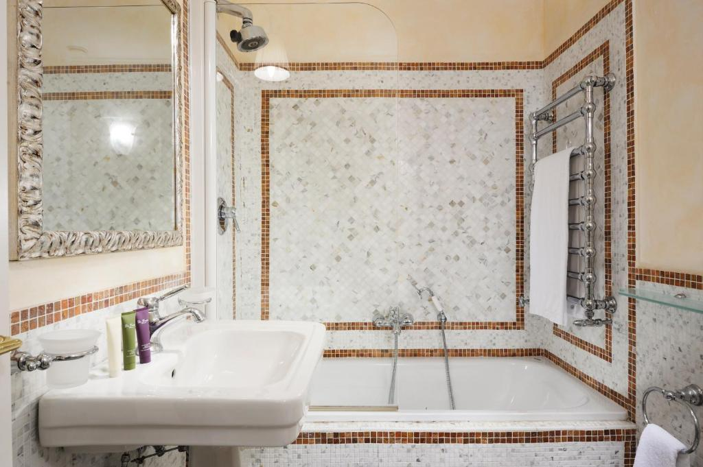 Art and Luxury Apartment, Florence, Italy - Booking.com