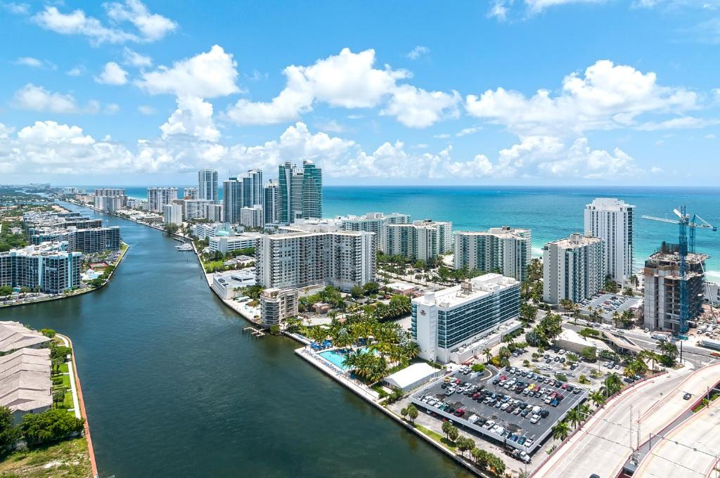 Beachwalk Resort By Sofla Vacations Hollywood Fl Booking Cocobelle Fort Lauderdale