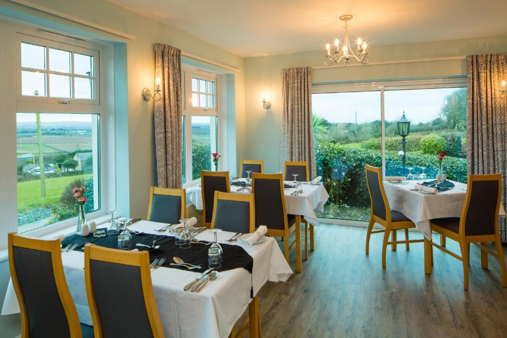 A restaurant or other place to eat at Beacon Country House Hotel