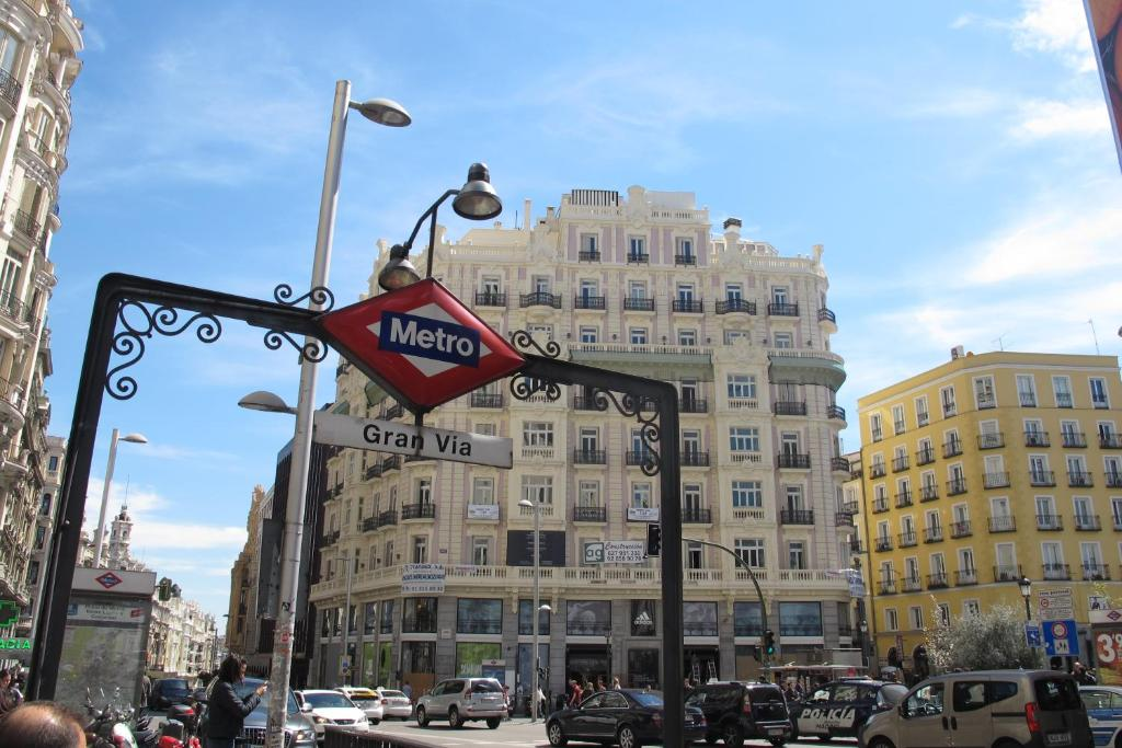 Apartamento gran via sol montera espa a madrid for Hotel paris en madrid puerta del sol