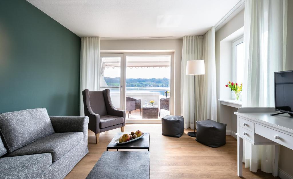 Ein Sitzbereich in der Unterkunft Residenz Seeterrasse Restaurant & Hotel