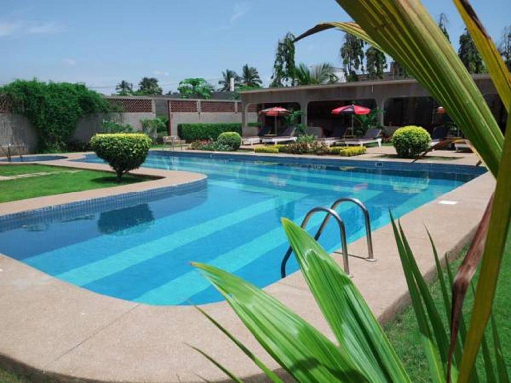 Hotel restaurant piscine baie des anges lom tarifs 2018 for Hotel cabourg avec piscine