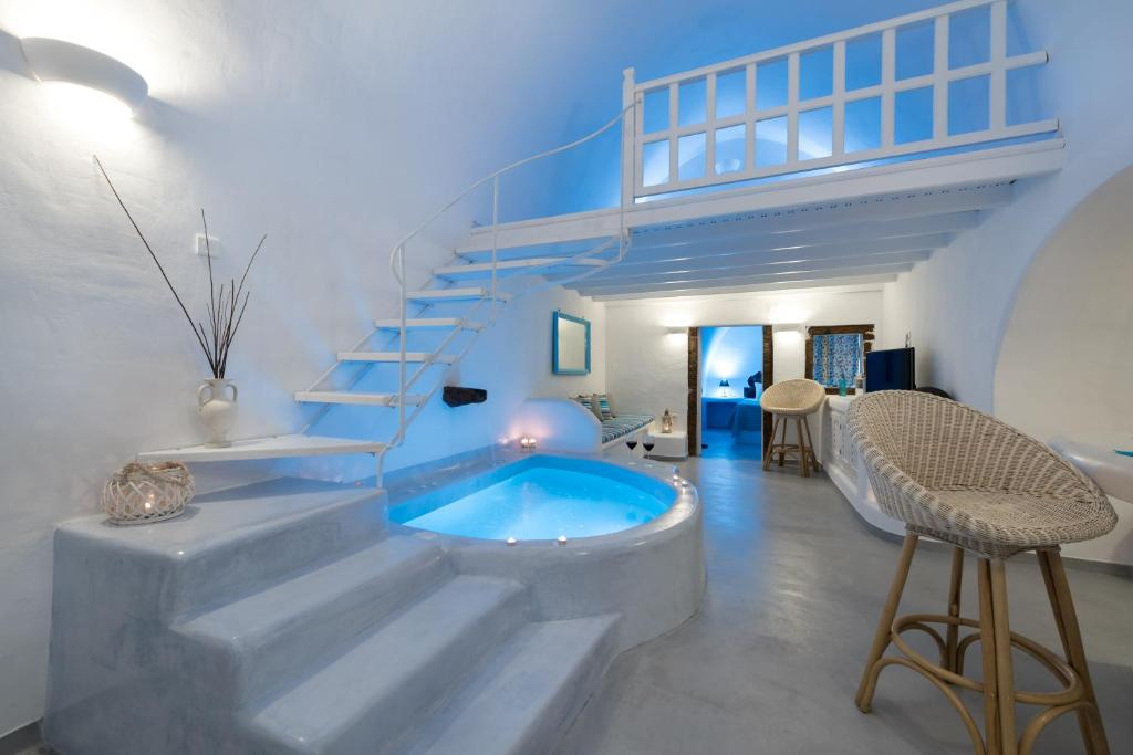 The swimming pool at or near Fira White Residence