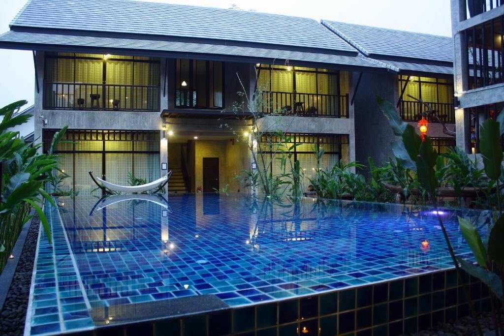 The swimming pool at or near Nawa Sheeva