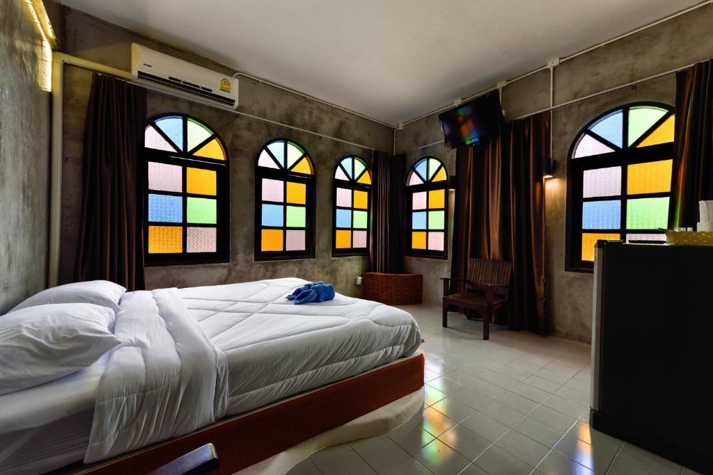 Cafe 66 Hostel Phuket Thailand Deals