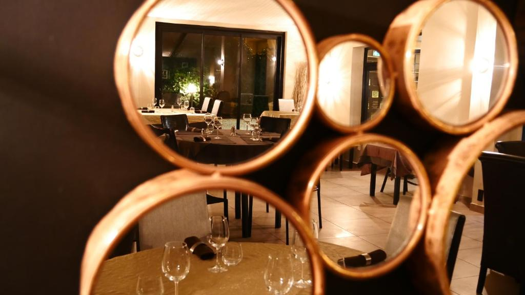 Restaurant ou autre lieu de restauration dans l'établissement Le Bernon